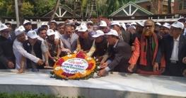 টুঙ্গিপাড়ায় বঙ্গবন্ধু পরিষদ জীবন বীমা কর্পোরেশন নেতাদের শ্রদ্ধা