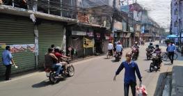 বরিশালে দোকানপাট বন্ধ, সড়কে চলছে মোটরসাইকেল-রিকশা