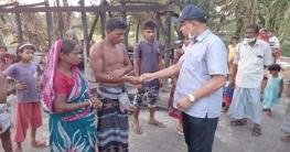 কোটালীপাড়ায় অগ্নিকান্ডে ক্ষতিগ্রস্ত পরিবারকে ওসির আর্থিক সহায়তা