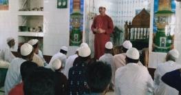 অপরাধ দমনে প্রচারণা চালিয়ে যাচ্ছে মুকসুদপুর থানা পুলিশ