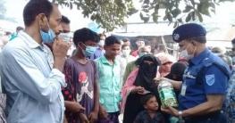 কোটালীপাড়ায় বিট পুলিশিং উপলক্ষে মাস্ক ও চকলেট বিতরণ
