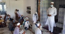 টুঙ্গিপাড়ায় মসজিদে গিয়ে সচেতনতামূলক বক্তব্য দিচ্ছেন ওসি