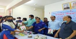 গোপালগঞ্জে শিক্ষার্থীদের মাঝে বঙ্গবন্ধুর 'অসমাপ্ত আত্মজীবনী' বিতর